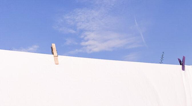 Under en lyseblå himmel